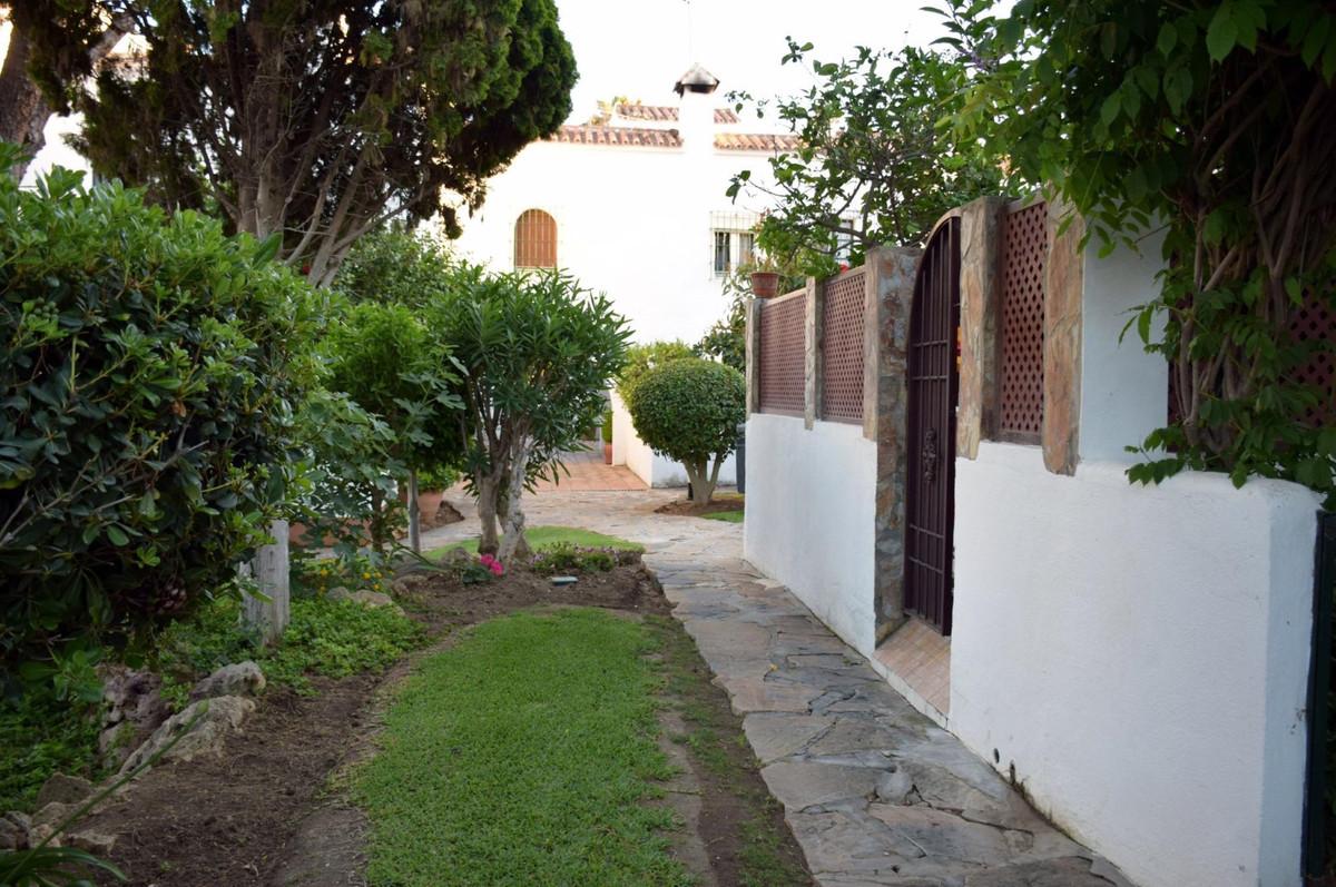 Rijhuis te koop in Casares Playa R3778087