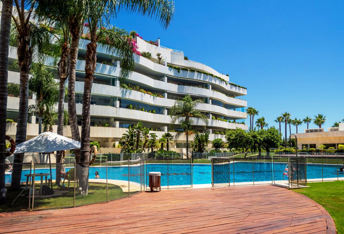Apartamento Planta Media en venta en Puerto Banús R3669470