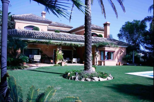 Stunning villa in a plot of 1500m2 situated in Nagueles area in prestigious development with 24h  pr,Spain