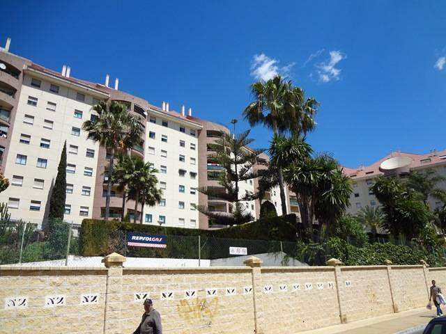 Piso de 3 dormitorios y 2 cuartos de bano en Marbella junto a colegios y todo tipo de comercios.  A ,Spain