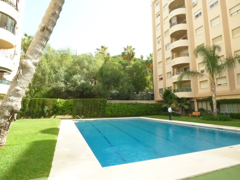 Spacious flat with 3 bedrooms / 2 bathrooms in Marbella centre. Block with swimming pool and communi,Spain
