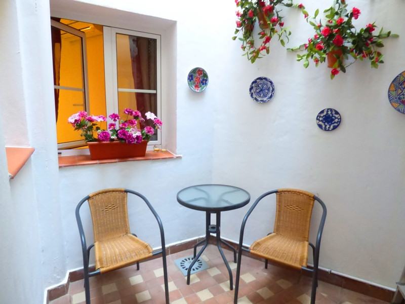 Nice and cozy apartment next to the old town, located in a quiet little street in the old part of th,Spain