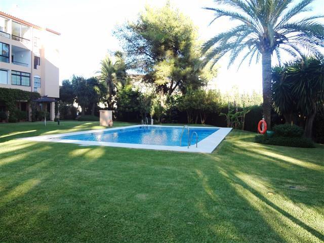 Apartment - Middle Floor, Nueva Andalucia, Costa del Sol. 3 Bedrooms, 2 Bathrooms, Built 120 sqm.  S,Spain