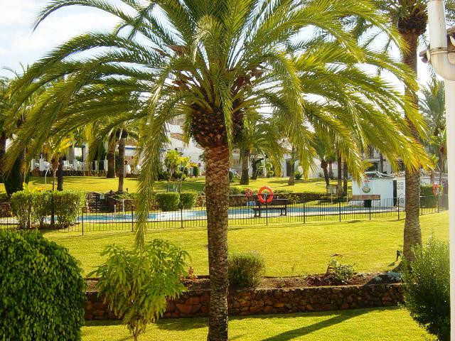 Amplia vivieda unifamiliar situada a solo 2 km del centro de Marbella, en urbanizacion cerrada con z,Spain
