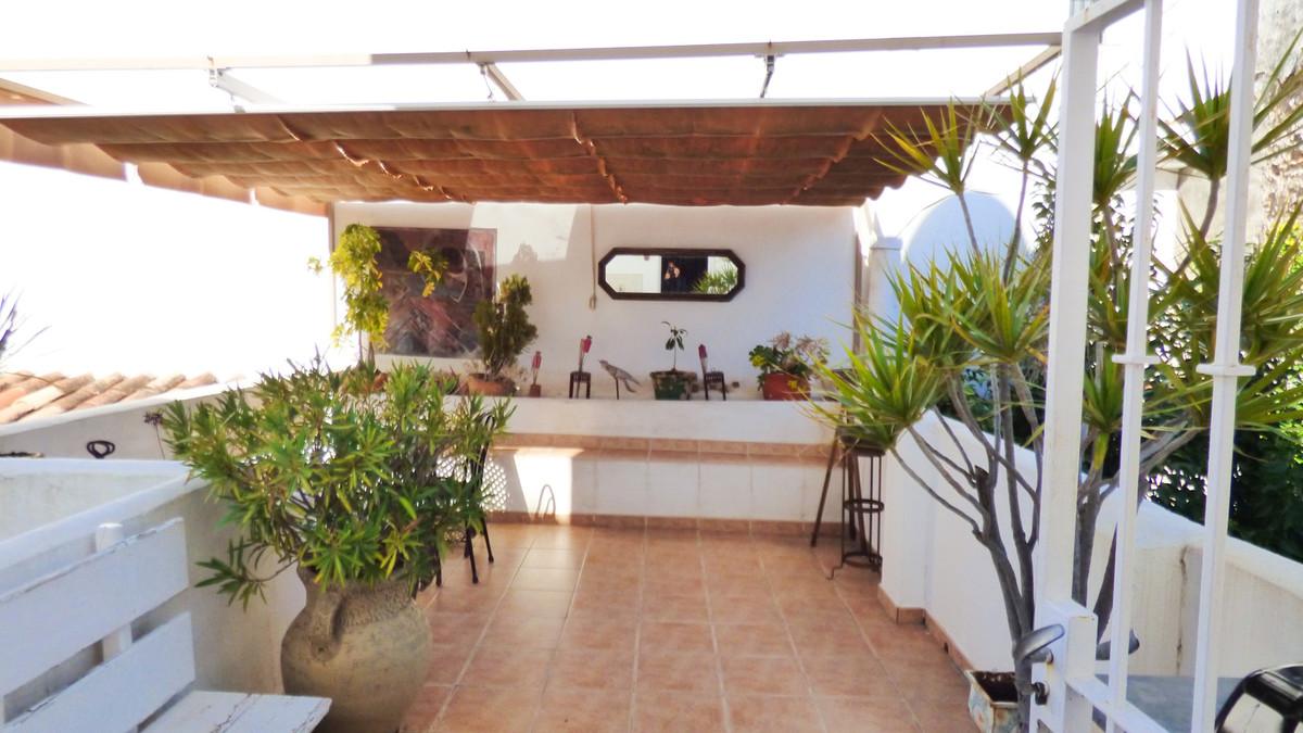 Top Floor Apartment in Marbella R3350431