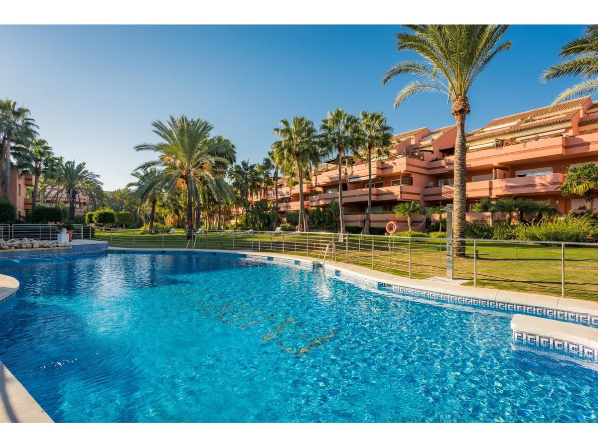 Apartment - Penthouse, Puerto Banus, Costa del Sol. 3 Bedrooms, 2.5 Bathrooms, Built 218 m², Terrace,Spain