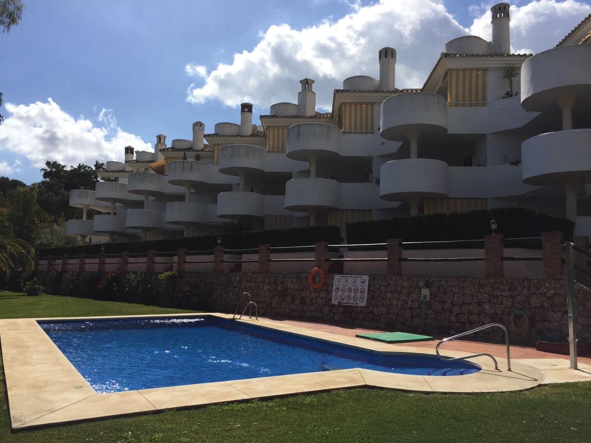 A beautiful penthouse apartment located in a quiet urbanisation on Avenida de Espana in Calahonda. T,Spain