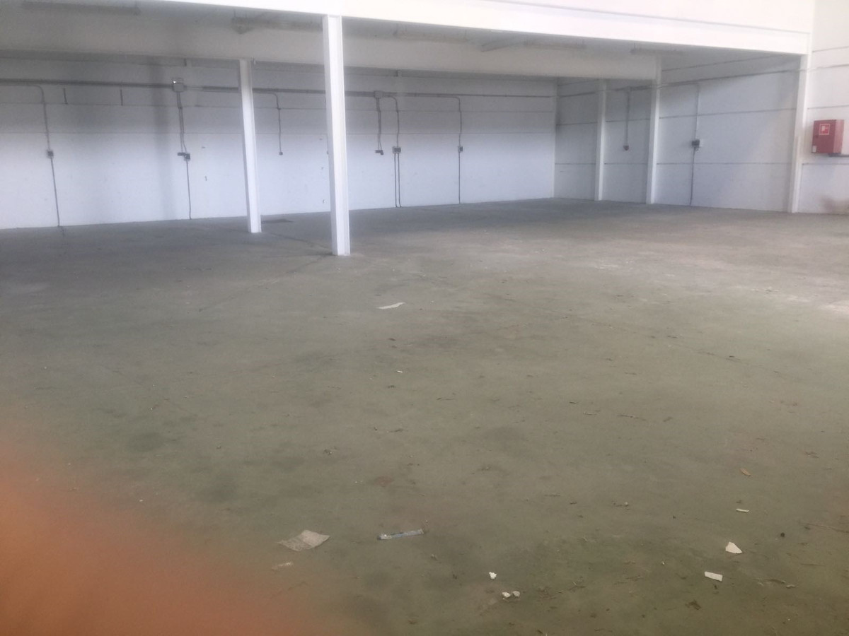 Commercial warehouse, San Pedro de Alcantara, Costa del Sol. Built 627 m². Diveded in --> 427m2 f,Spain