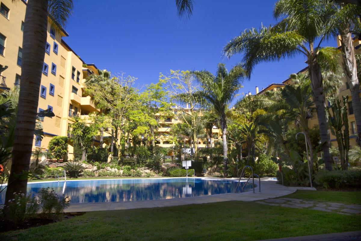 Middle Floor Apartment, San Pedro de Alcantara, Costa del Sol. 3 Bedrooms, 2.5 Bathrooms, Built 118 ,Spain