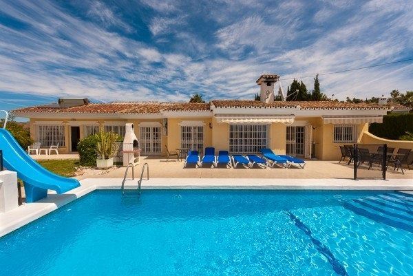A comfortable high quality single level 3 bed villa with a separate spacious apartment for guests or,Spain
