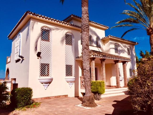 Detached Villa in Sierrezuela R3205474