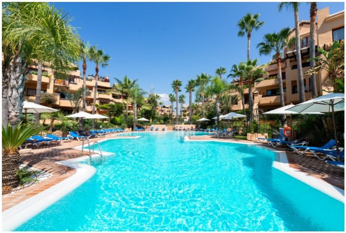 FLAT WITH MORNING SUN - SOUTHEAST. Located in one of the most beautiful urbanisations of San Pedro, ,Spain