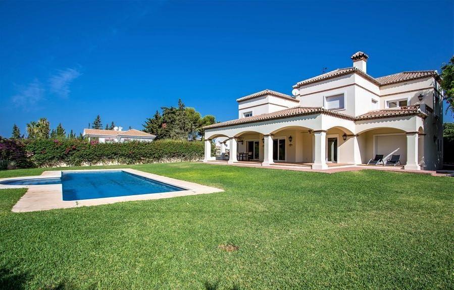 Beachside Marbella within easy walking distance to beach, marina, restaurants. Four bedroom, three b,Spain