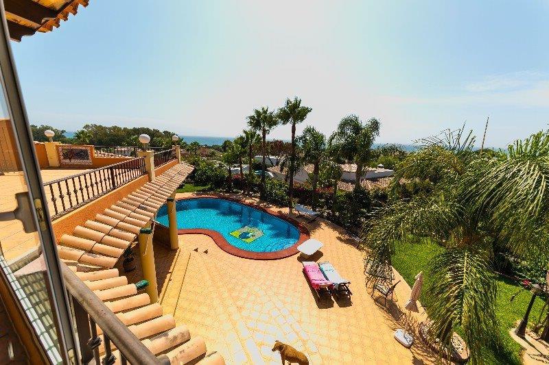Villa 5 Dormitorios en Venta Carib Playa
