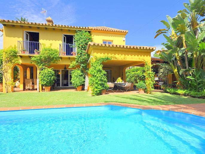 Villa 4 Dormitorios en Venta Marbesa