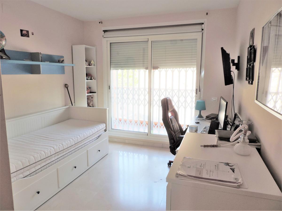 Apartamento con 4 Dormitorios en Venta Los Pacos