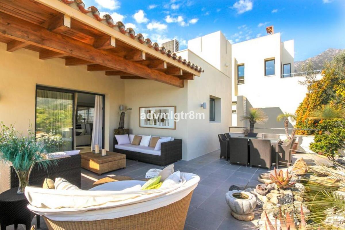 House in Sierra Blanca R3517561 17