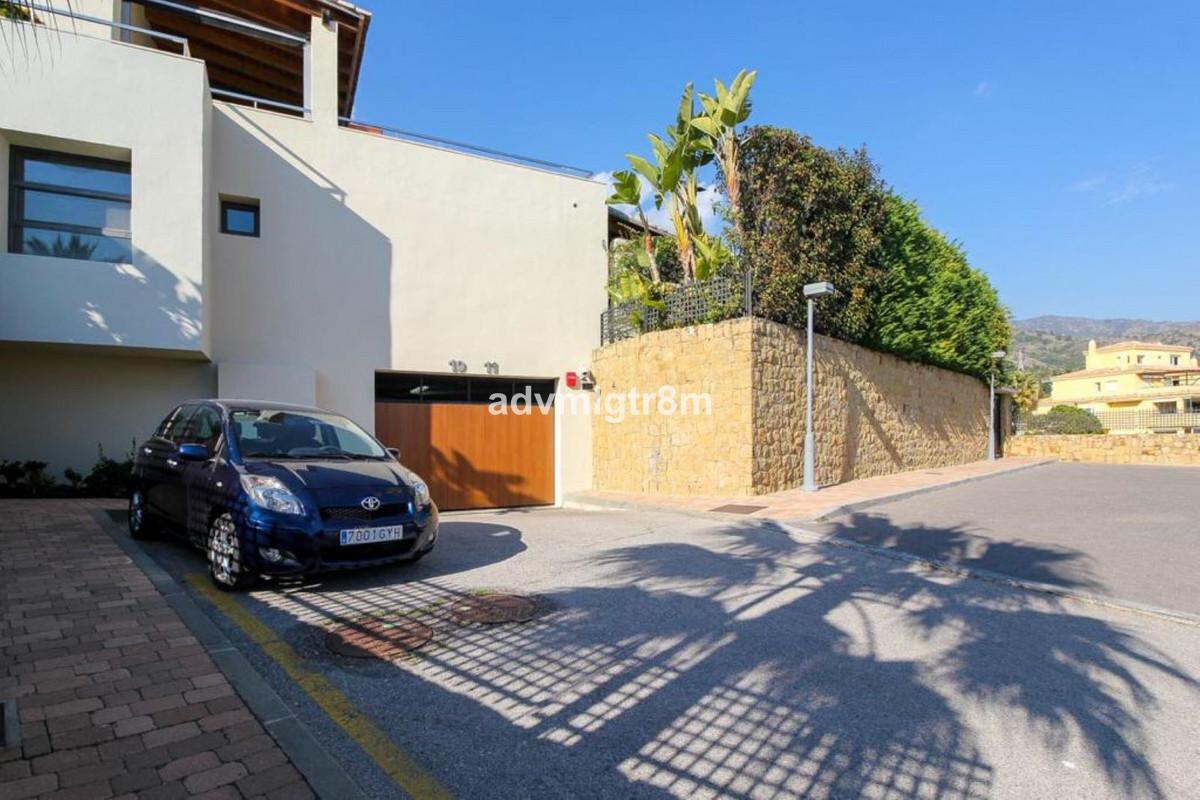 House in Sierra Blanca R3517561 32