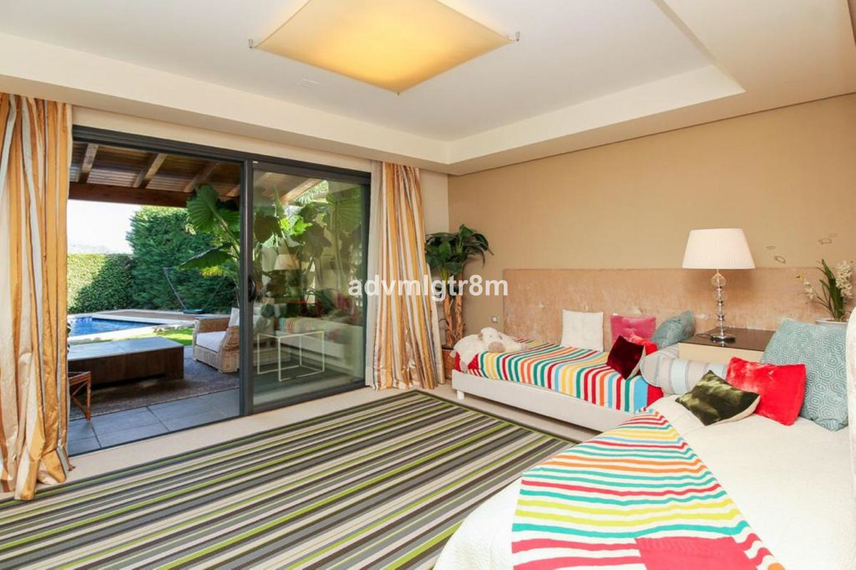 House in Sierra Blanca R3517561 34