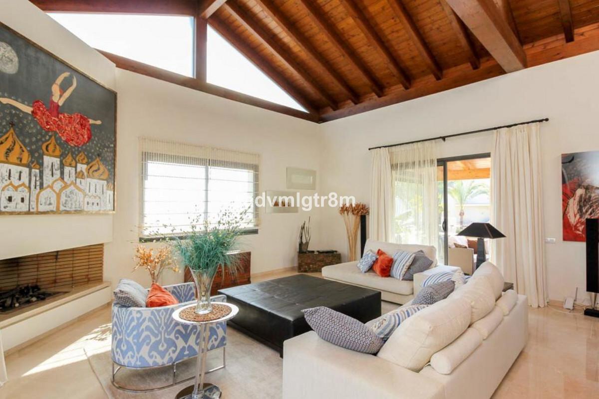 Hus in Sierra Blanca R3517561 39