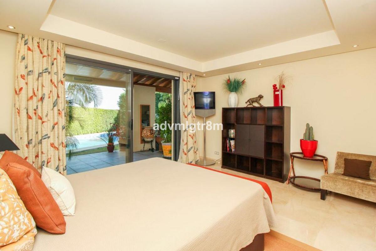 House in Sierra Blanca R3517561 7