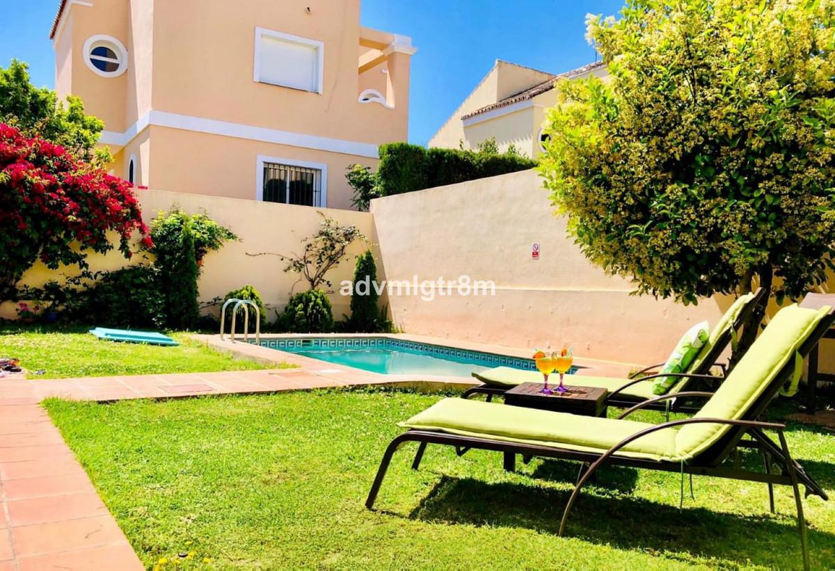 Villa  Detached for rent  in Costalita