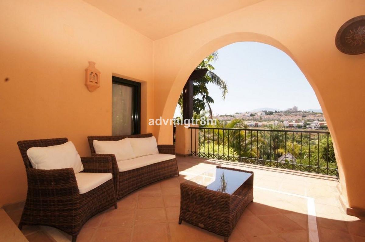 Middle Floor Apartment, Estepona, Costa del Sol. 3 Bedrooms, 2 Bathrooms, Built 120 m 2;, Terrace 25,Spain
