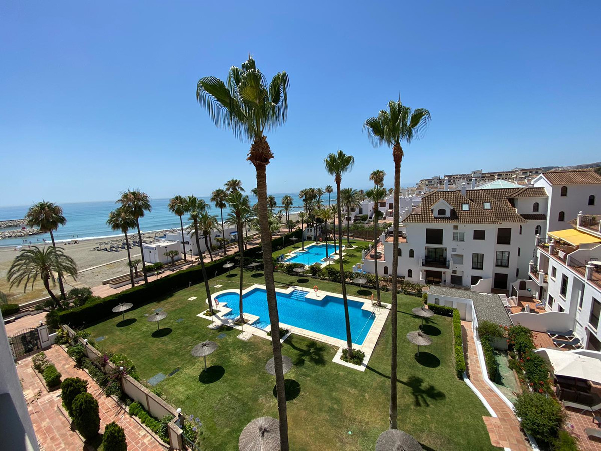 In a residential community with all services in beachfront , pool and garden , a cozy house with 2 b,Spain