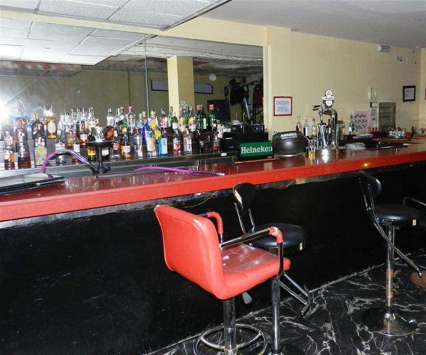 Opportunity, commercial premises for sale in Puerto de la Duquesa price 275,000 € Ideal commercial p,Spain