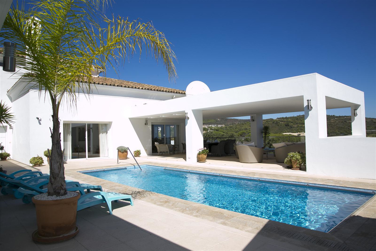6 bed Villa for sale in Sotogrande Alto