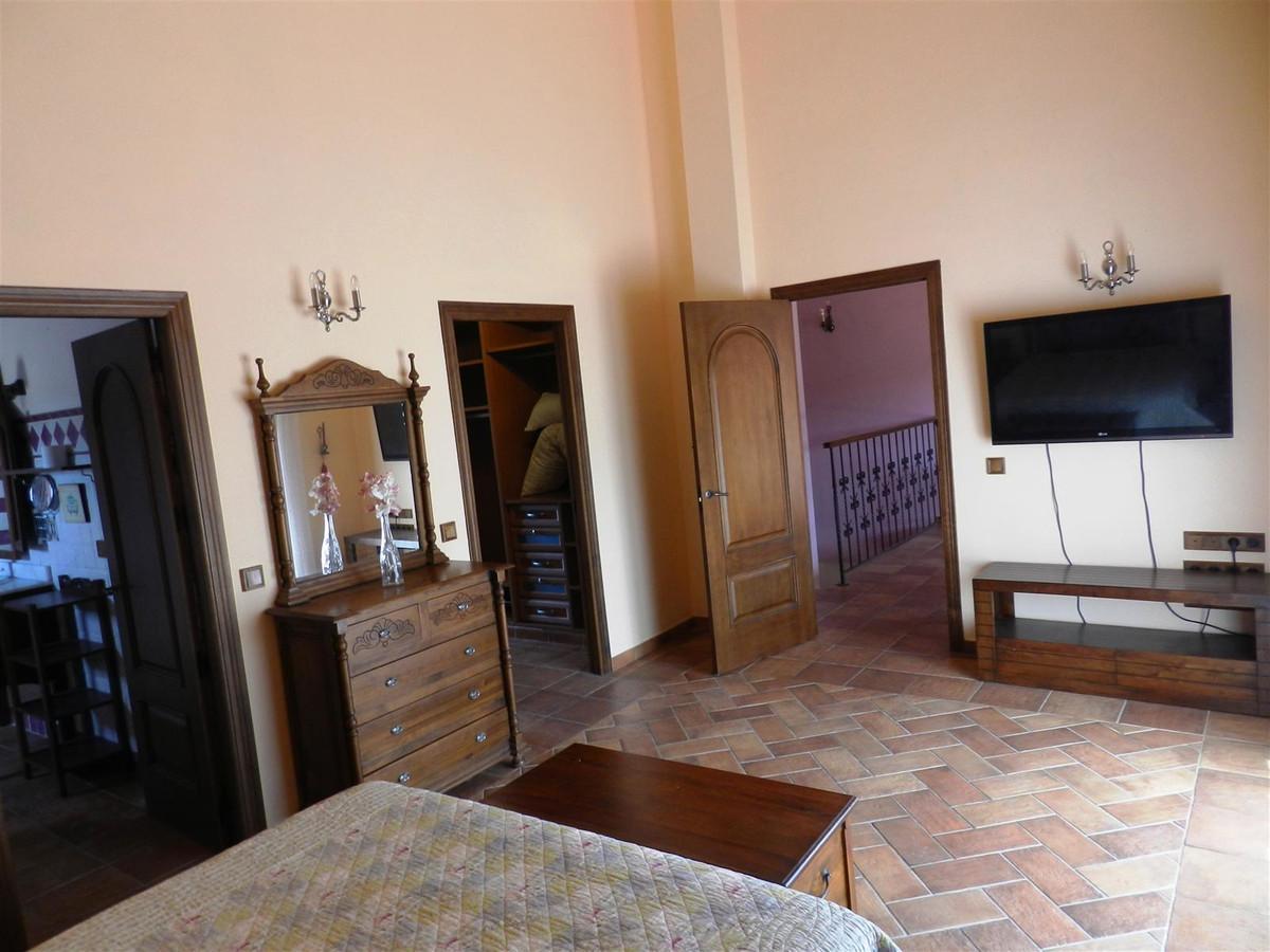 Villa con 6 Dormitorios en Venta La Duquesa