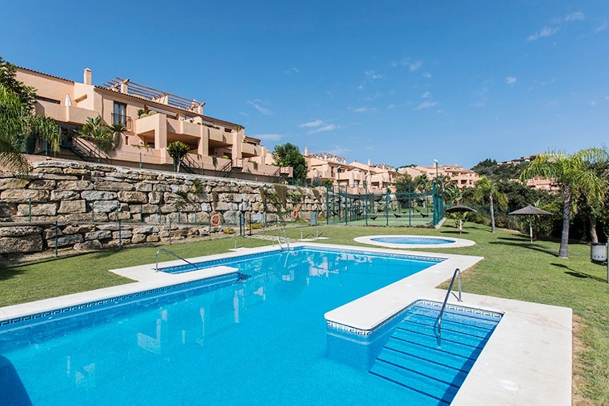 Beautiful apartment in Elviria Alta (La Mairena area) with 2 bedrooms and 2 bathrooms totally renova,Spain