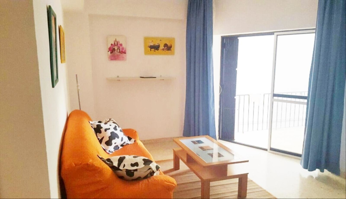 Apartment in the heart of Marbella with partial sea views, next to the park of the mall less than tw,Spain