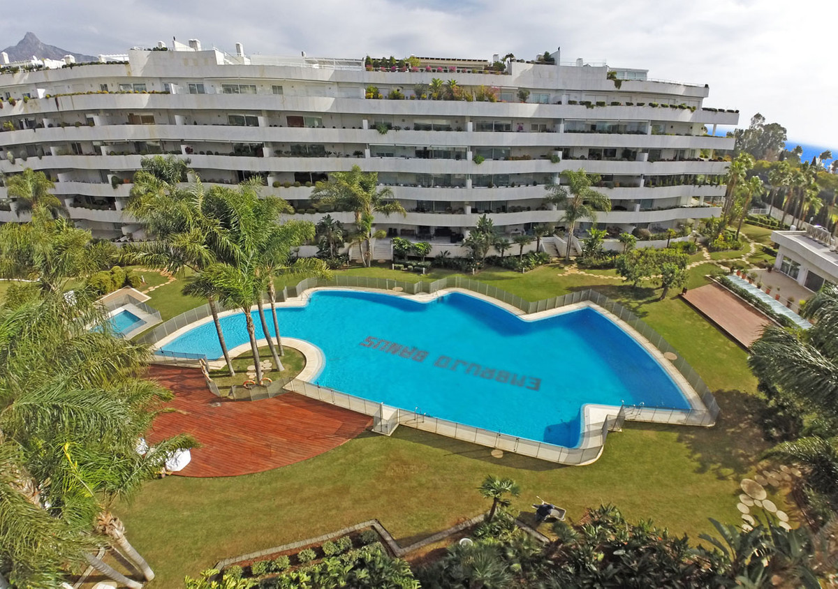 We show you this fantastic apartment near Puerto Banus, in an exclusive and very private urbanizatio,Spain