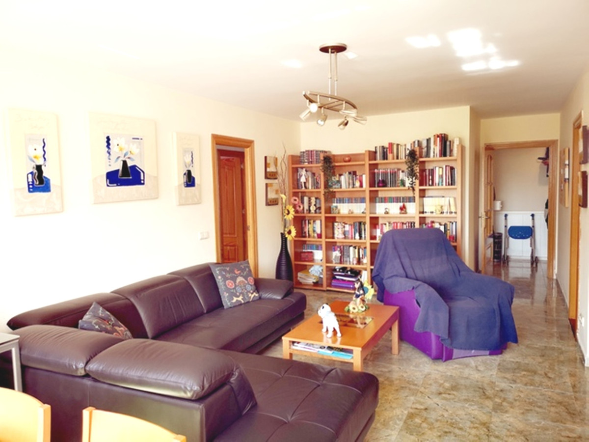 Spacious 4 bedroom apartment in the center of San Pedro de Alcantara, close to the new Boulevard. Su,Spain