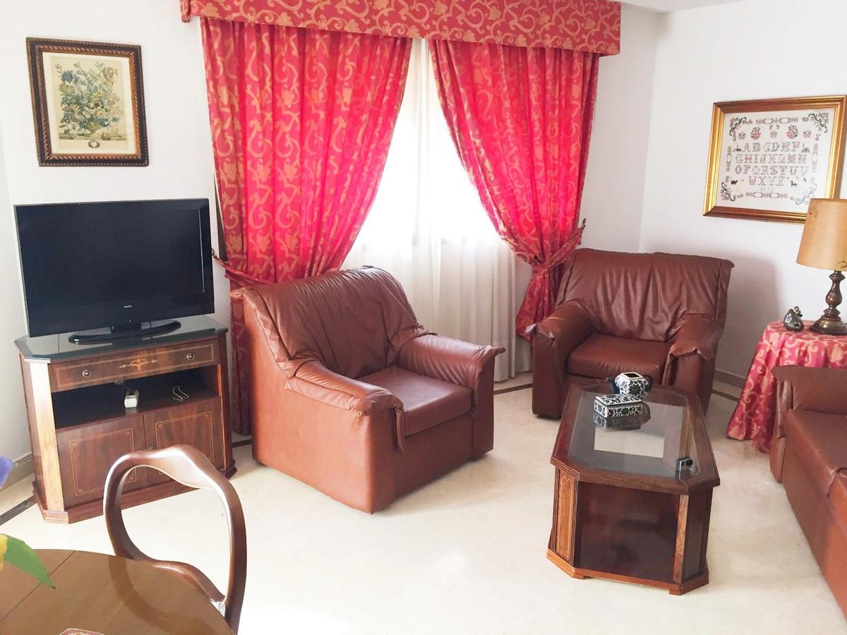 Middle Floor Apartment in Marbella R2593532