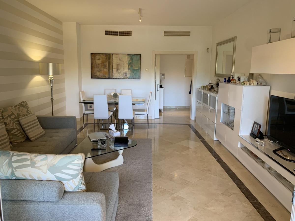 Bargain price! Spacious 3 bed apartment in complex with security, close to Flamingos area, urbanizat,Spain