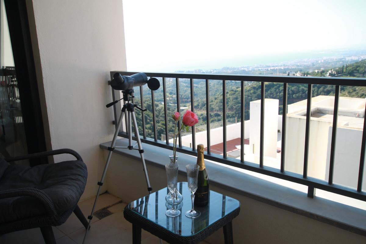 Apartment  Middle Floor for sale   in Altos de los Monteros