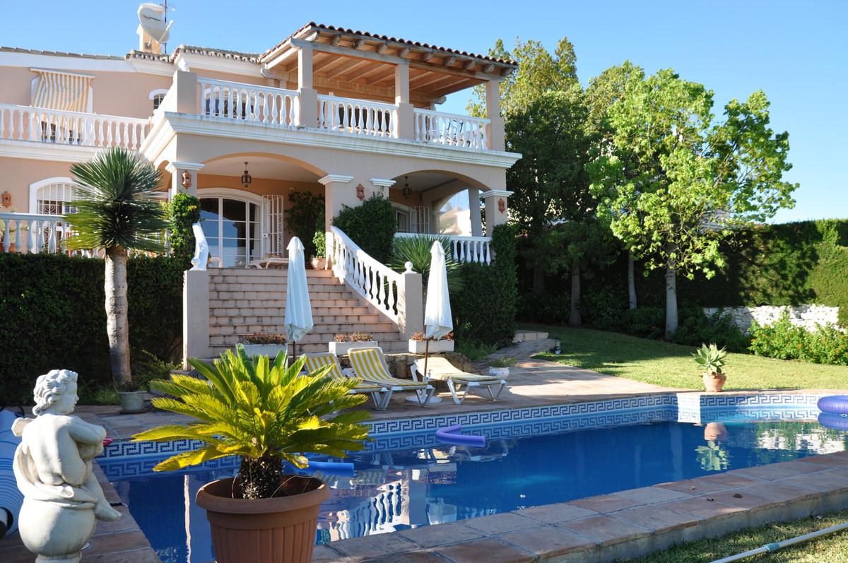 4 bed Villa for sale in El Paraiso