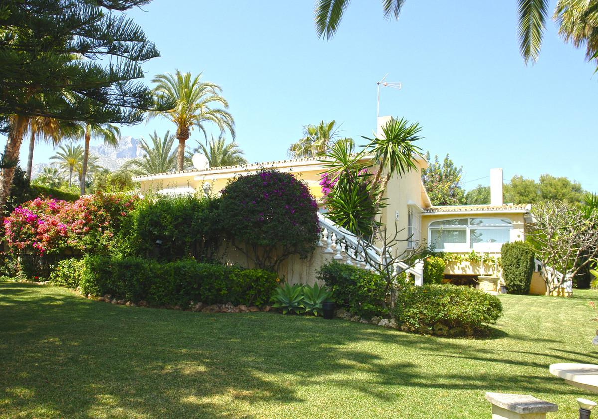 Villa 3 Dormitorios en Venta Nagüeles
