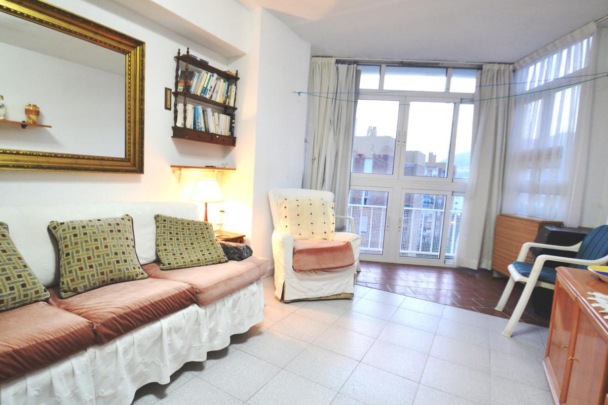 1 bedroom apartment in Arroyo de la Miel. It is located near shops, supermarkets, Paloma Park, Ice C,Spain
