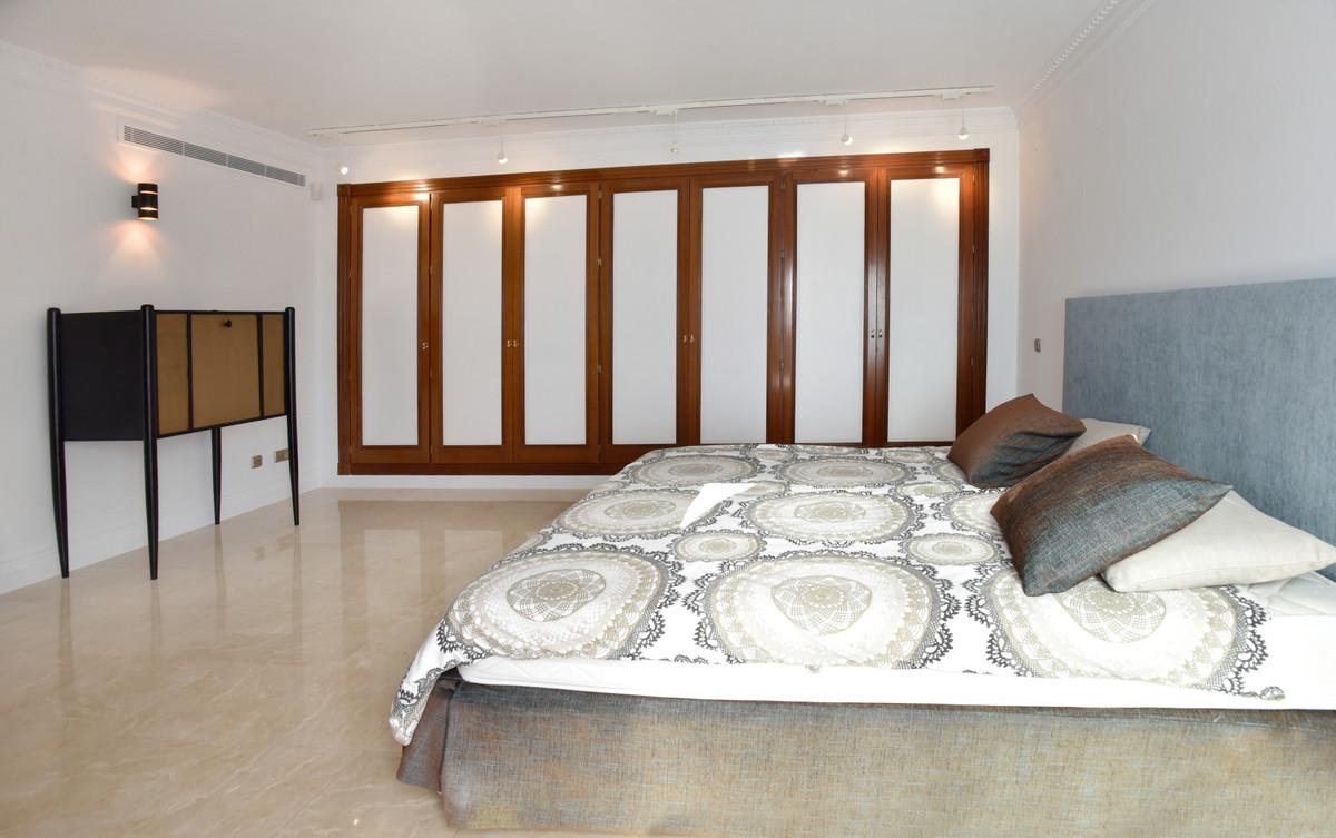 Villa con 7 Dormitorios en Venta Atalaya