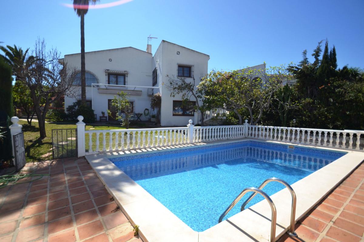 Villa en Venta en Arroyo de la Miel
