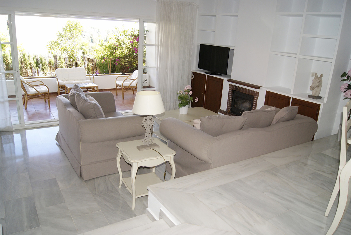 Large townhouse in very good conditions with large terrace and private garden. Parking space at the ,Spain