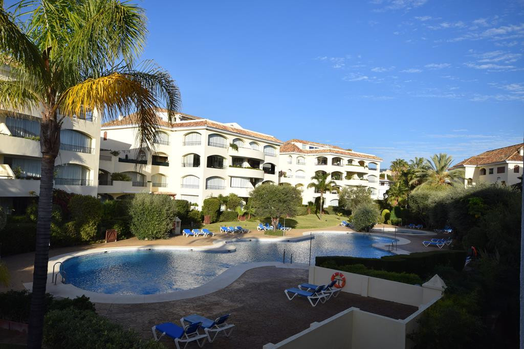 Spacious apartment with 4 bedrooms, 3 bathrooms and a toilet. Located inside a residential complex C,Spain