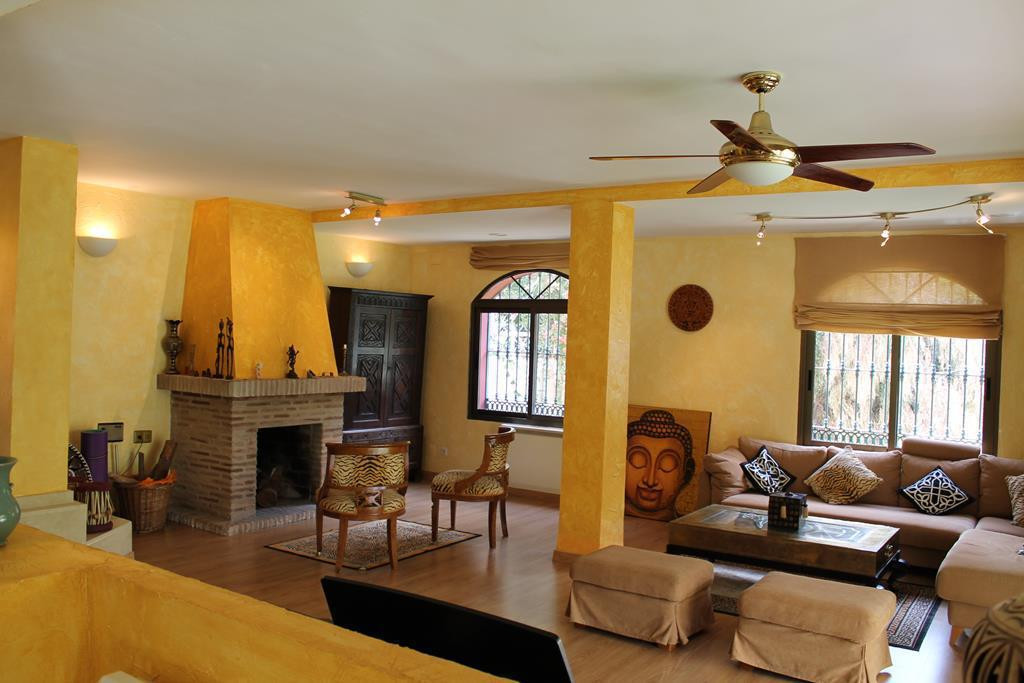 Villa - Chalet  en venta en  Elviria, Costa del Sol