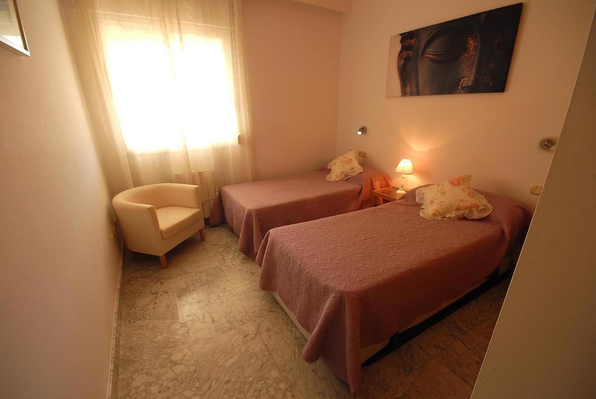 Apartamento Planta Media  en venta en  Puerto Banús, Costa del Sol – R2426492