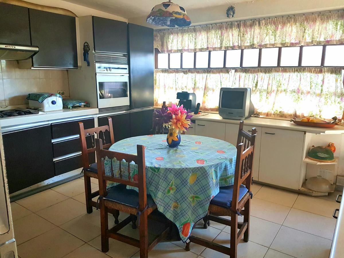 Villa - Chalet  en venta en  Marbella, Costa del Sol – R3358849