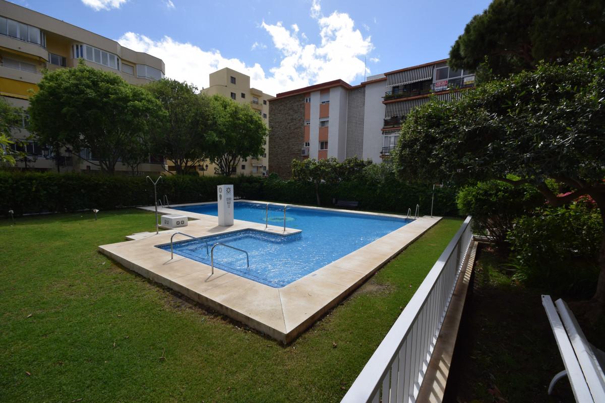 Middle Floor Apartment in Marbella R3411694