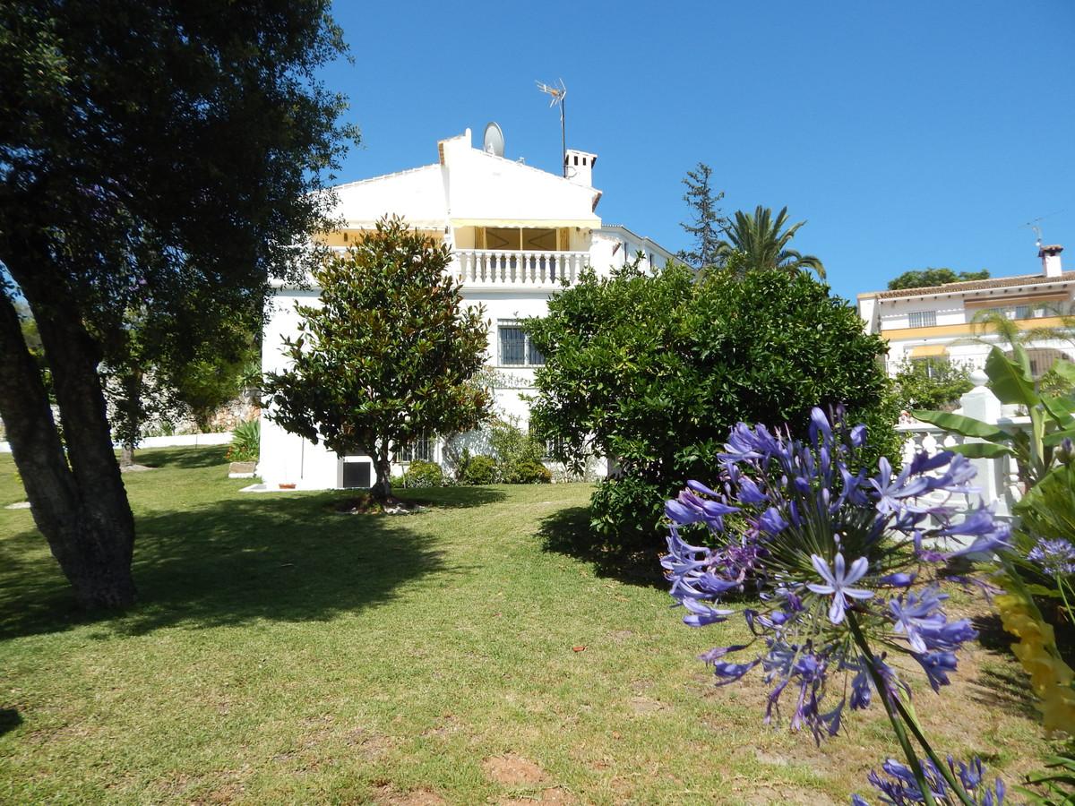 Detached Villa for sale in Marbella R3671096